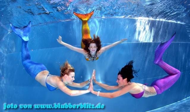 Magictail mermaid tail costumes for swimming: 3 mermaids under water unterwasser